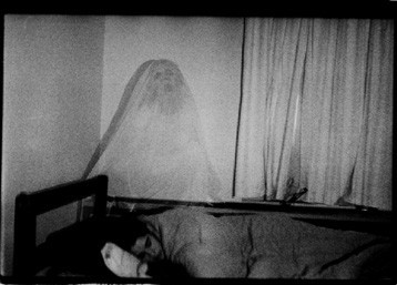 Μόρα mora ghost-in-bed
