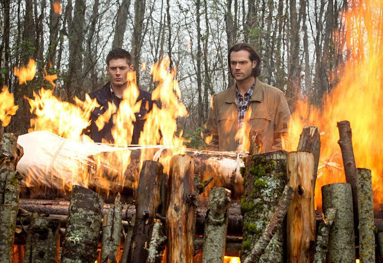 10x22 The Prisoner - Sam & Dean at Charlie's funeral pyre 2