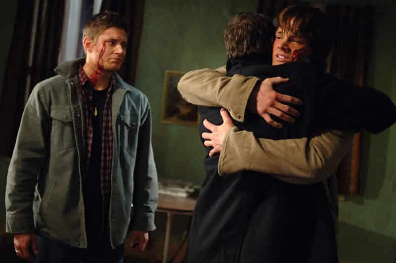 sam and john hug dean shadow 1x16