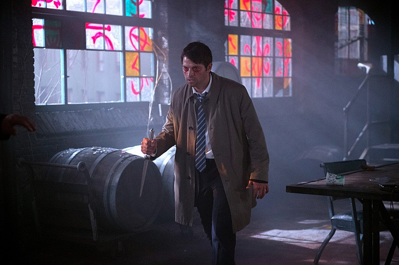 "Supernatural -- ""Out of the Darkness, Into the Fire"" -- Image SN1102A_0055.jpg -- Pictured: Misha Collins as Castiel -- Photo: Diyah Pera/The CW -- © 2015 The CW Network, LLC. All Rights Reserved."