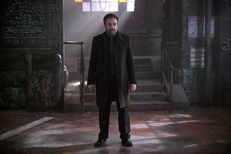 "Supernatural -- ""Out of the Darkness, Into the Fire"" -- Image SN1102A_0074.jpg -- Pictured: Mark Sheppard as Crowley -- Photo: Diyah Pera/The CW -- © 2015 The CW Network, LLC. All Rights Reserved."