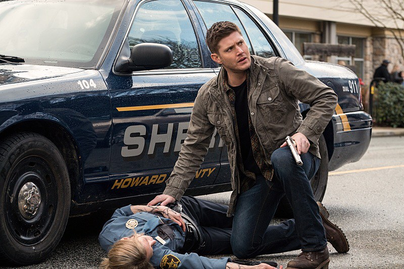 "Supernatural -- ""Don't Call Me Shurley"" -- Image SN1120A_0227.jpg -- Pictured (L-R): Sonja Bennett as Deputy Jan Harris and Jensen Ackles as Dean -- Photo: Liane Hentscher/The CW -- © 2016 The CW Network, LLC. All Rights Reserved"