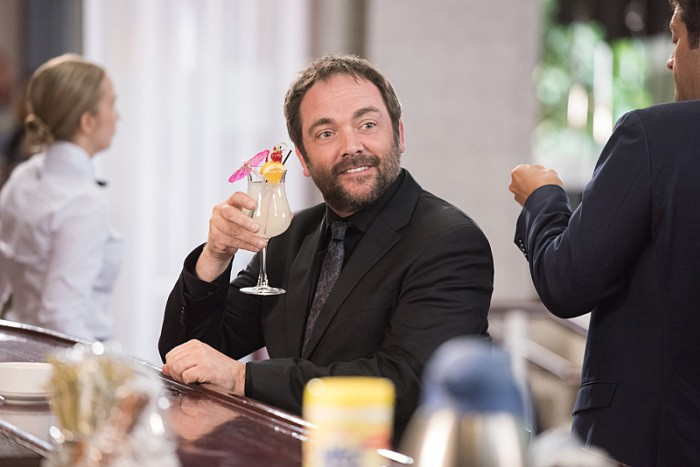 12x03-the-foundry-mark-sheppard-mojito-as-crowley