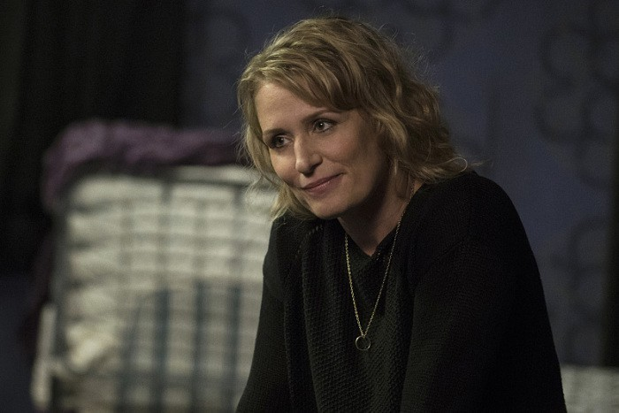 12x03-the-foundry-samantha-smith-as-mary-winchester-smiling-wedding-ring